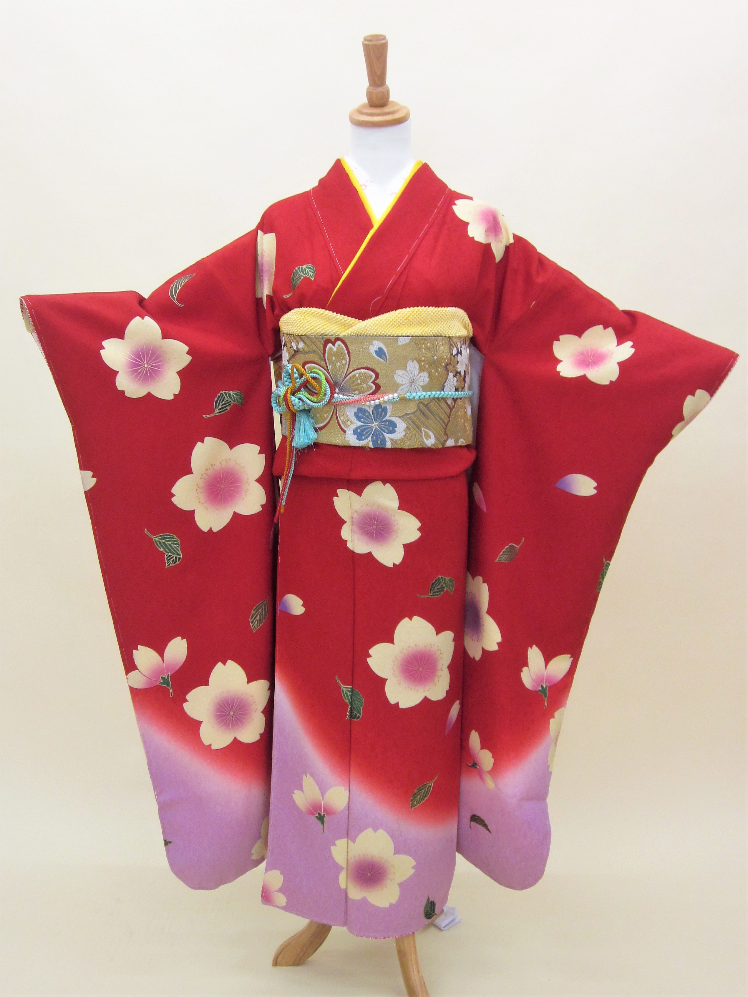 正絹振袖フルセット「赤地に柔らか舞桜 振袖」