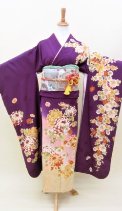 成人式 正絹振袖フルセット「紫地にオシャレな花々 振袖」